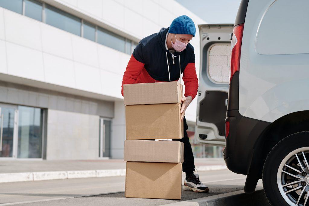 Pārvadājumi Covid-19 apstākļos. Distance, sejas aizsargmaska un droši kravu pārvadājumi un transporta pakalpojumi